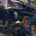 See Some Chaps Change A Land Rover Discovery Chassis in 4 Minutes